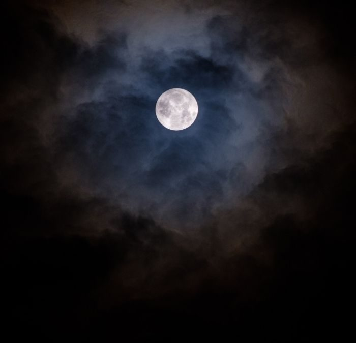 A Full Moon Manifestation Ritual: Opening Up to Universal Possibilities and a Life of Flow